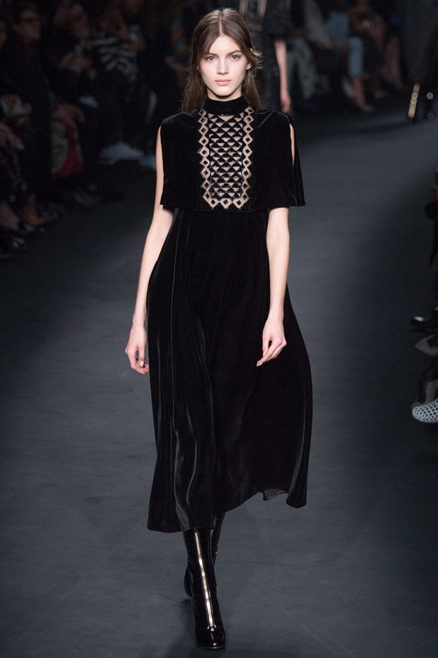More gorgeous black velvet at Valentino Fall 2015 RTW